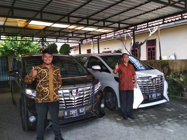 Sewa dan Rental Mobil Toyota Alphard Nyaman di Medan Arbi Rental