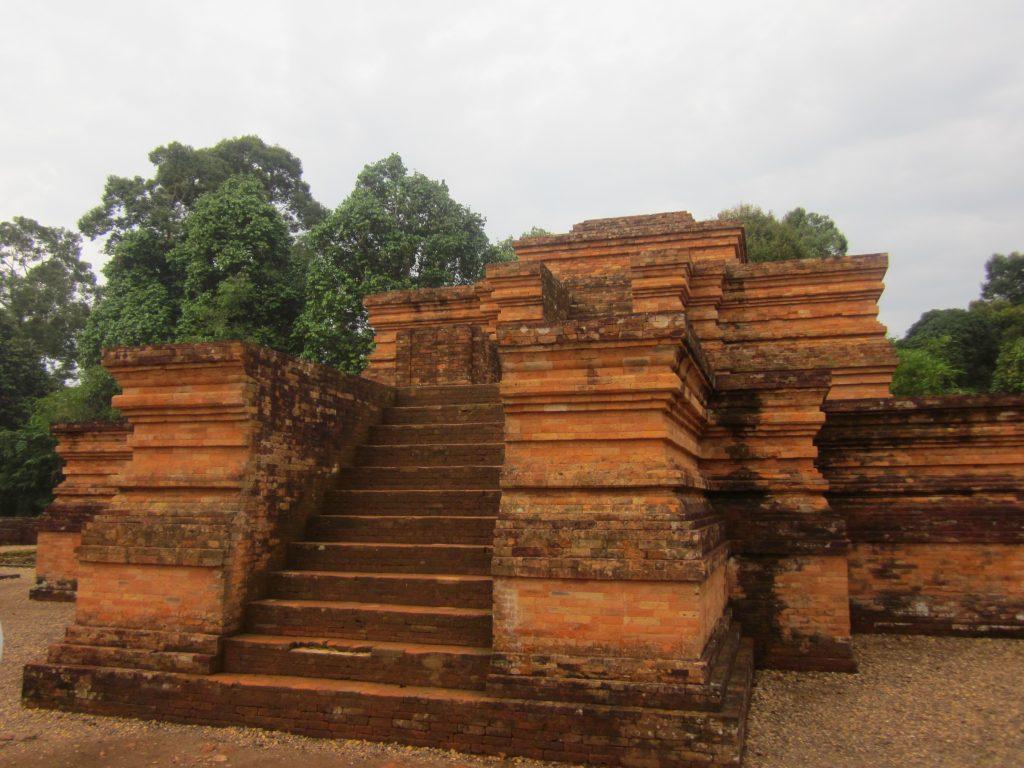Kompleks candi ini disebut sebagai candi beraliran Buddhisme peninggalan Kerajaan Sriwijaya dan Melayu